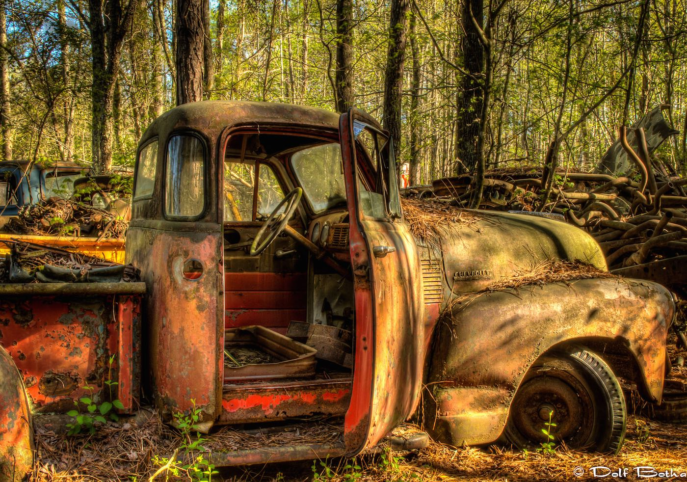 A Nostalgic Drive Through World\'s Largest Classic Car Junkyard | CITI IO